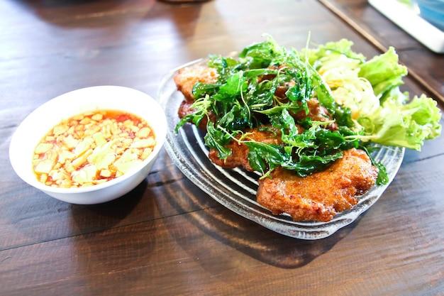 Жареные шарики из рыбной пасты, тайская кухня.