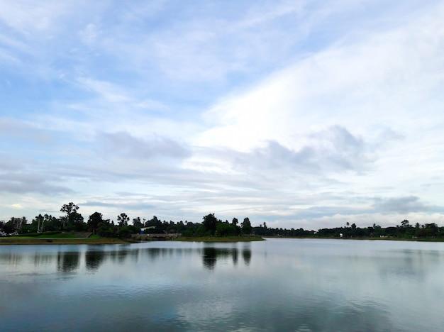 大きな地方の公園、ウドンタニ、タイ。