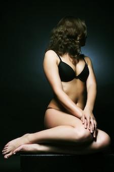 若いセクシーな女性