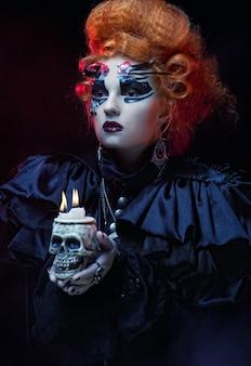 Представьте себе красивую фантазийную женщину с черепом. хэллоуин тема.