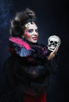 頭蓋骨を持つファンタジー女性