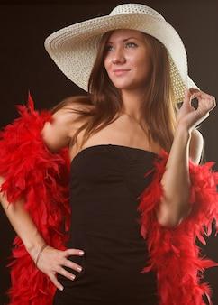 白い帽子をかぶっている女の子