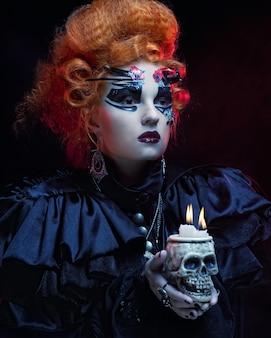 頭蓋骨とファンタジーの女性。ハロウィーンのテーマ。