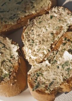 ガーリックバター入りパン