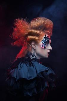 ゴシック魔女。暗い女性。ハロウィーンの写真。