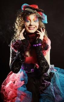 人形スタイルの女性のファッションショット。