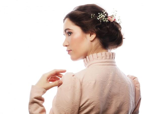 ピンクのドレスで美しい若い花嫁の肖像画
