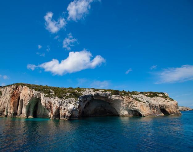 Голубые пещеры на острове закинф