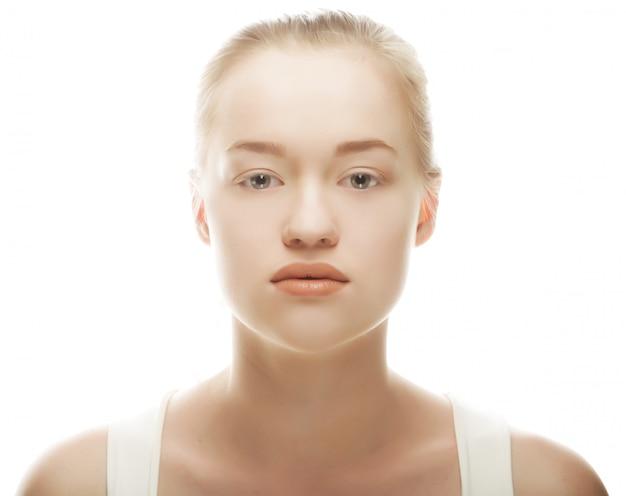 きれいな肌と美しい女性の顔
