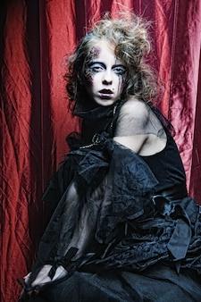 Женщина с творческим макияжем. хэллоуин тема