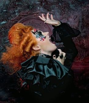 Готическая ведьма темная женщина. хэллоуин картина.