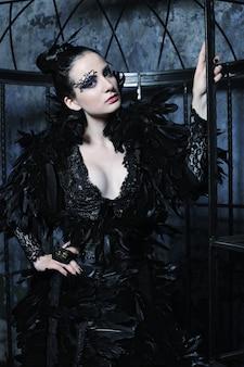 Модель в платье фантазии
