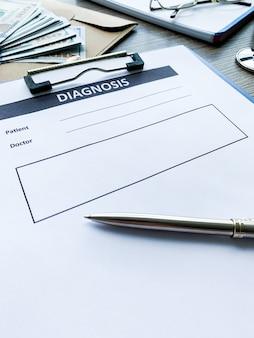 Диагностическая форма с данными пациента на столе врача.