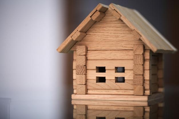 新しい家を建てます。構築ツールで家の青写真のクローズアップ