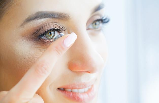 Здоровье и красота. красивая молодая девушка с зелеными глазами