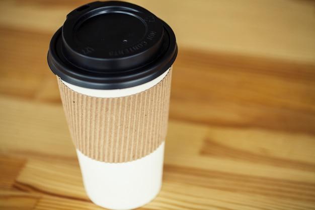 おはようございます。ホットコーヒーの紙コップ