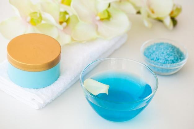 スパリラックスと健康ケア。健康的なコンセプト。スキンケア用の天然国産品