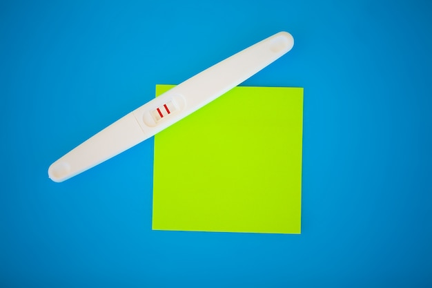 Тест на беременность. результат положительный с двумя полосками. лечение бесплодия таблетками, помощь в зачатии ребенка. таблетки от беременности не работают, контрацепция