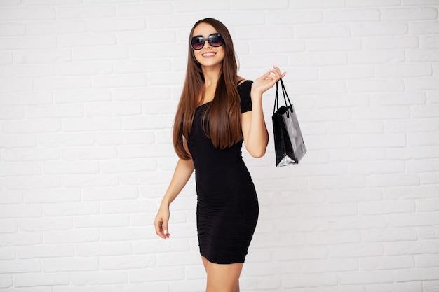 Покупка. женщины, имеющие скидку на зажигалку в черную пятницу