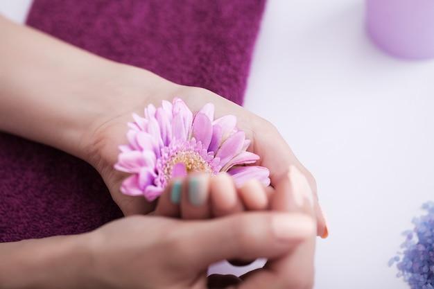 Спа-процедуры для ногтей и рук.