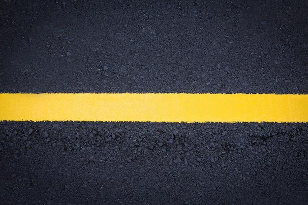 Текстура асфальта. желтая линия на дороге