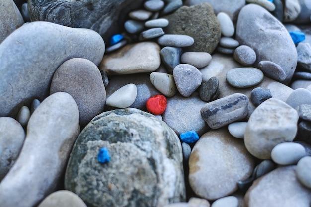 庭の石の乾燥した流れ
