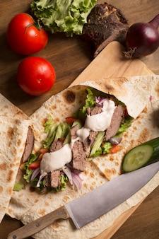 ドネルケバブ-野菜と牛肉の炒め物