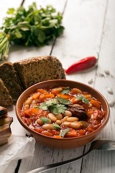 素朴なインゲン豆のスープ、豆とニンジン
