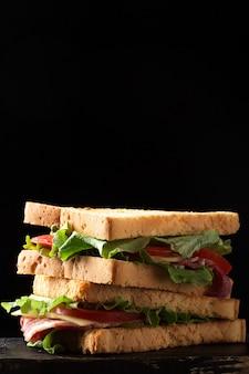 Клубный бутерброд с тостами