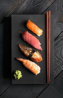 伝統的な日本の寿司