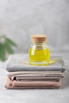 Экстракт конопляного масла и ткани, произведенные с использованием этого растения
