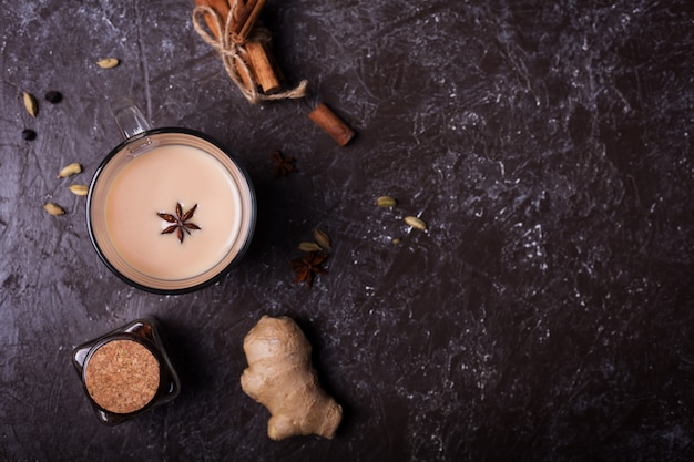 Масала чай и имбирь. горячий индийский напиток со специями