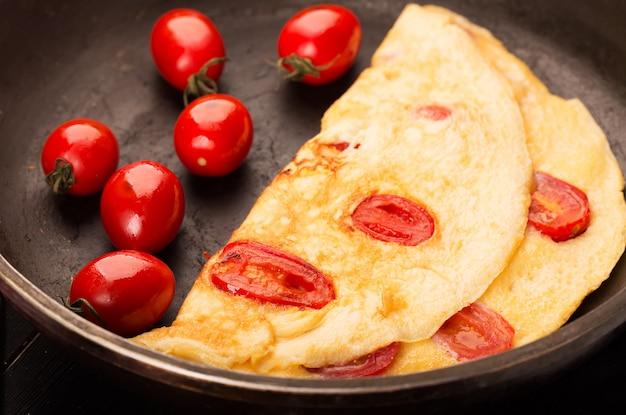 トマトのオムレツ