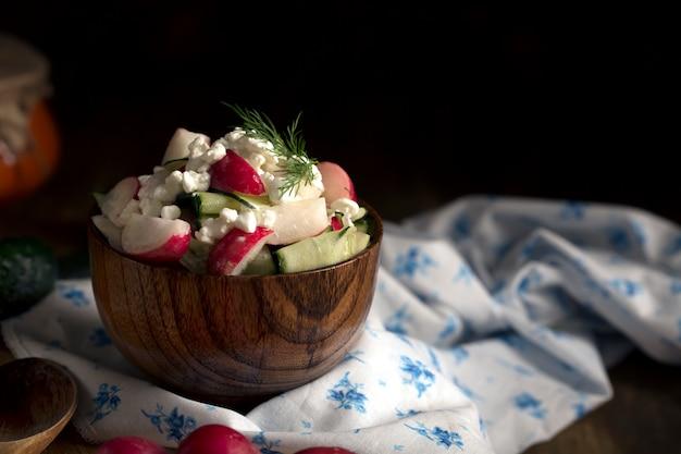 Салат из свежих овощей и творога