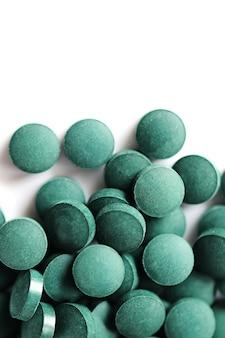 Водоросли спирулина в таблетках. супер концепция еды.