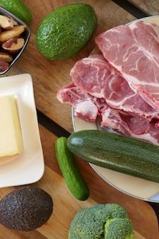Кетогенная диета. высококалорийная пища. кетогенная диета. низкоуглеводная диета. набор продуктов для кето диеты.