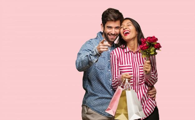 バレンタインデーの若いカップルは、目標と目的を達成することを夢見ます