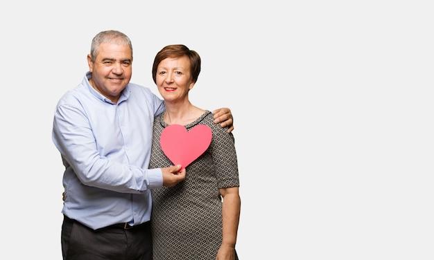 バレンタインデーを祝う中年夫婦