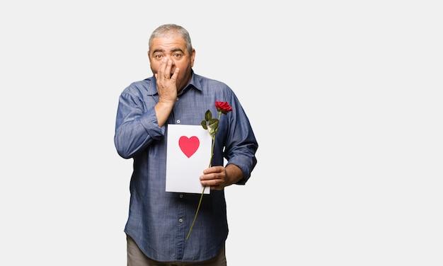 バレンタインデーを祝う中年の男は非常に怖いし、隠された恐れて