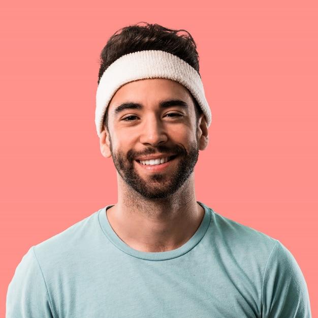 彼の頭にテープを持つ運動の若い男
