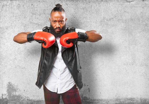 ボクシンググローブを持つ男