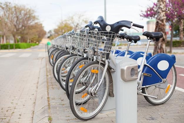 Велосипеды в аренду на улице