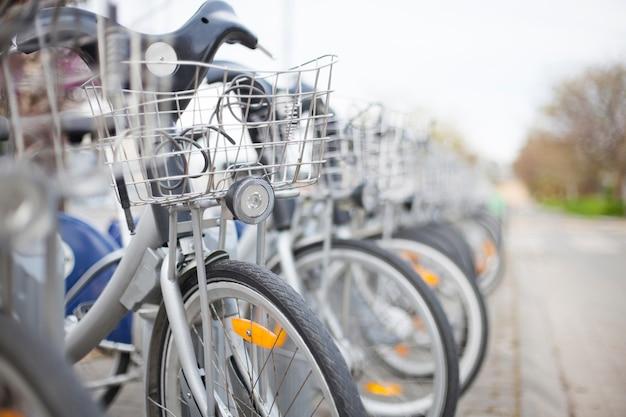 都市の自転車をレンタル