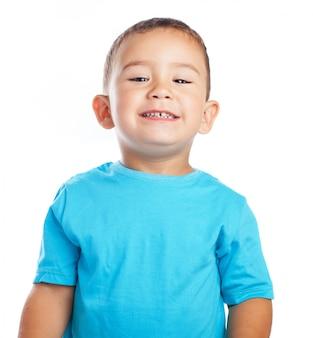 笑顔の小さな男の子