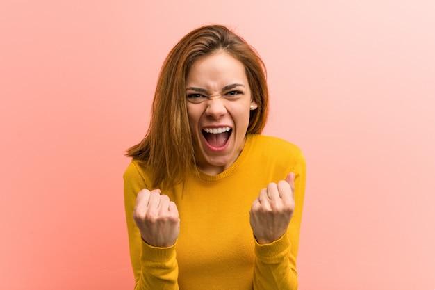 屈託のない、興奮して応援若いかなり若い女性