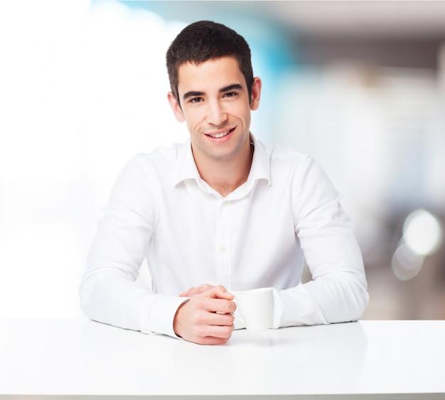 Человек с кофе