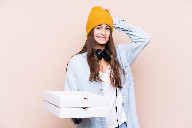 ショックを受けて隔離されたピザを保持している若い白人女性、彼女は重要な会議を覚えています。