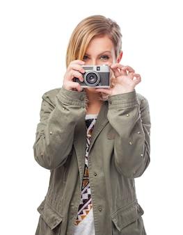 ファッションの髪の少女の肖像写真家