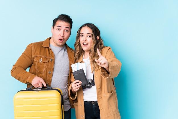 旅行の準備ができている若いカップル