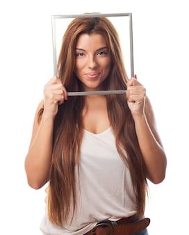 Красивая женщина с фото рамка
